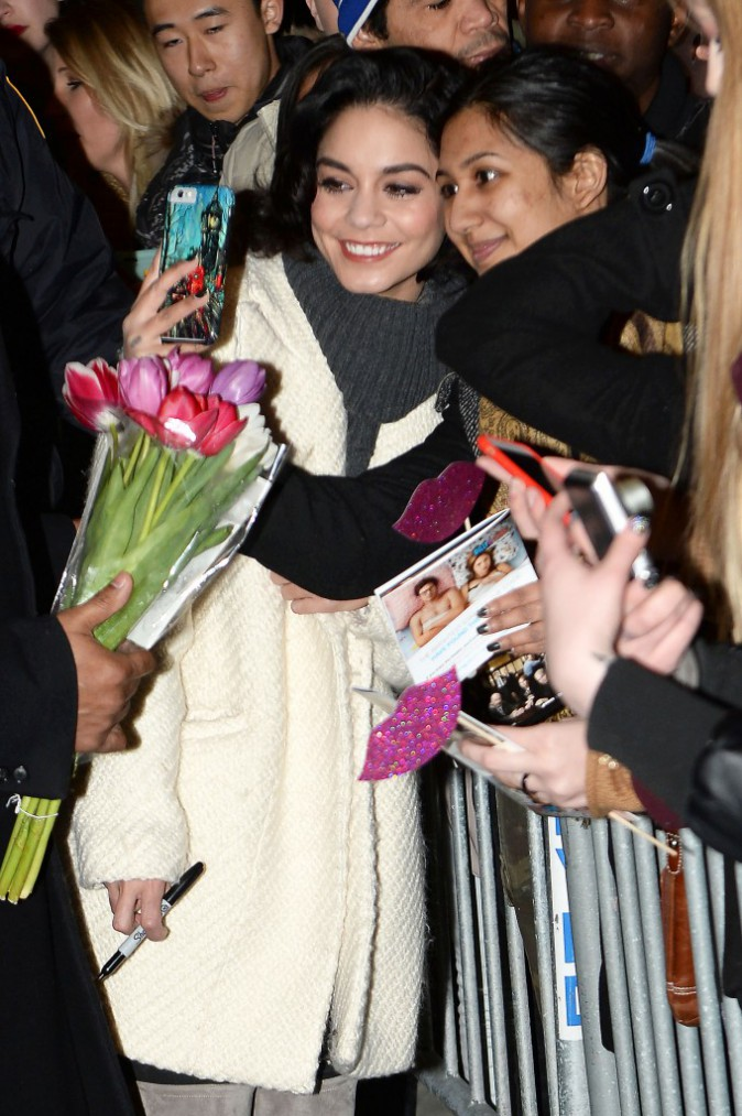 Photos : Vanessa Hudgens : elle accorde du temps à ses fans !