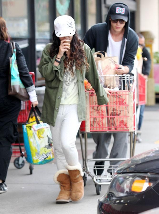 Vanessa Hudgens à la sortie d'un supermarché de Santa Monica hier