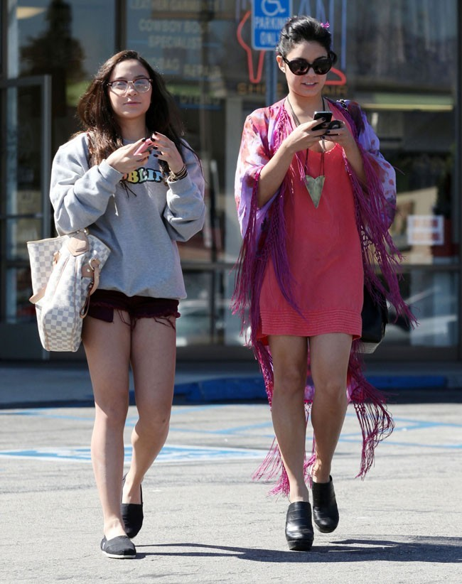 Bientôt en tournage avec Selena Gomez, elle flâne !
