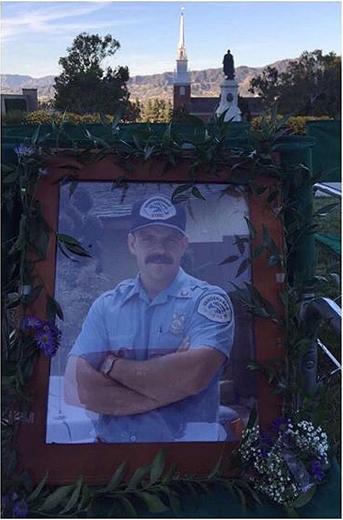 Photos : Vanessa Hudgens envoie des snaps depuis les funérailles de son père