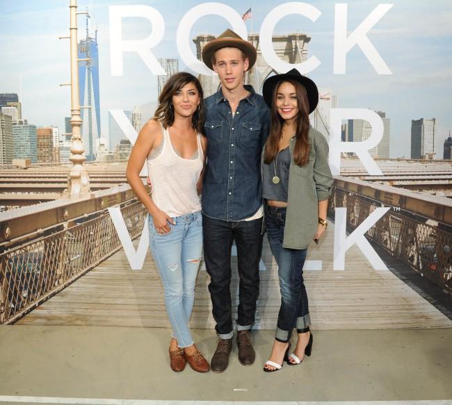 """Vanessa Hudgens, Austin Butler et Jessica Szohr lors de l'événement """"American Eagle's Rock Your walk kick off"""" à New York, le 30 juillet 2013."""