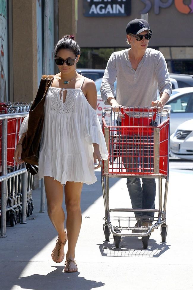 Vanessa Hudgens et Austin Butler le 16 juillet 2012 à Los Angeles