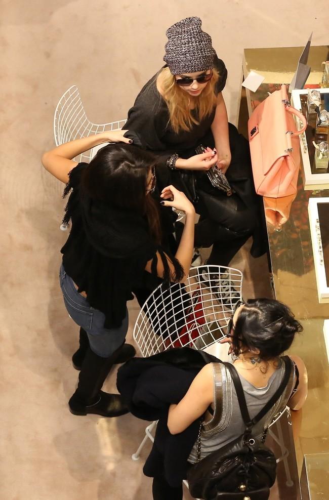 Vanessa Hudgens, Selena Gomez et Ashley Benson à Paris le 16 février 2013