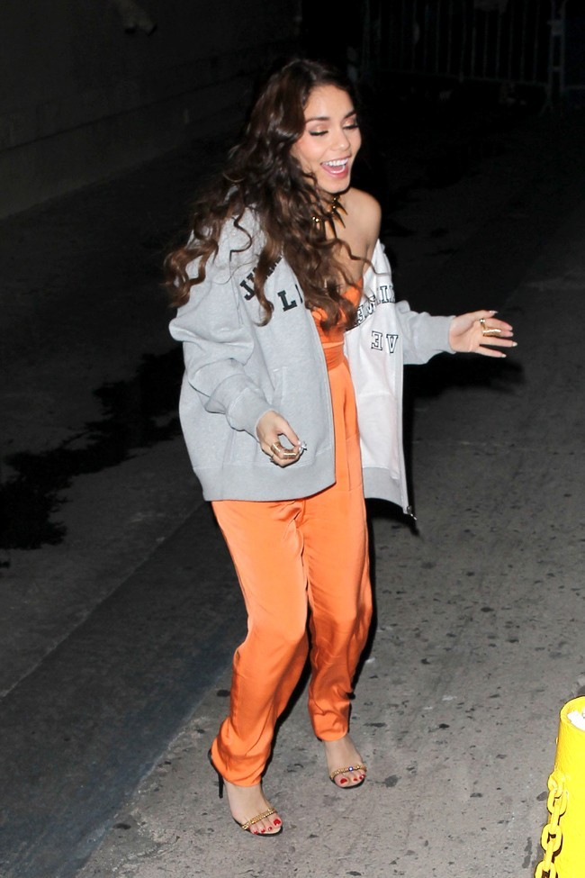 Vanessa Hudgens et sa sortie survoltée du Jimmy Kimmel Show à Hollywood le 19 mars 2013