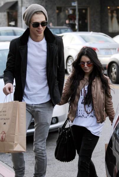 Vanessa Hudgens et Austin Butler à Beverly Hills, le 5 janvier 2013.