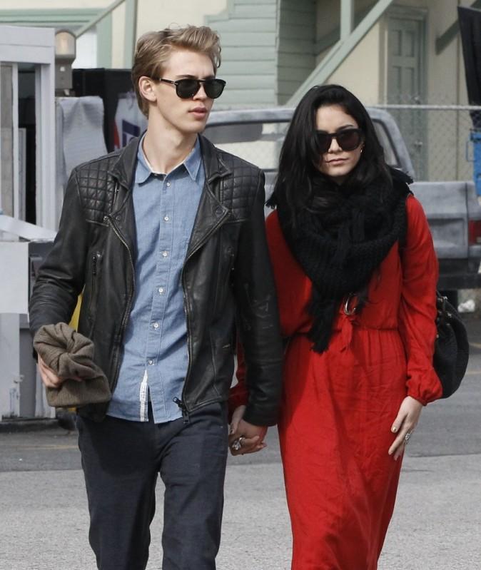 Austin butler et Vanessa Hudgens à Hollywood, le 30 décembre 2012.