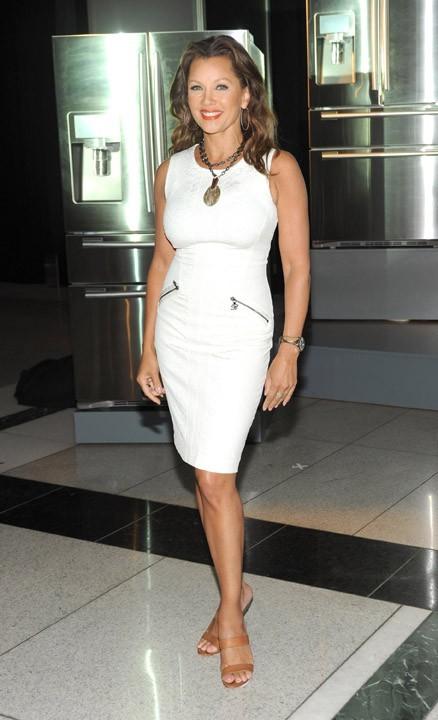 Vanessa Williams faisant la promo du nouveau réfrigérateur de la marque Samsung à New york, le 21 juin 2011.
