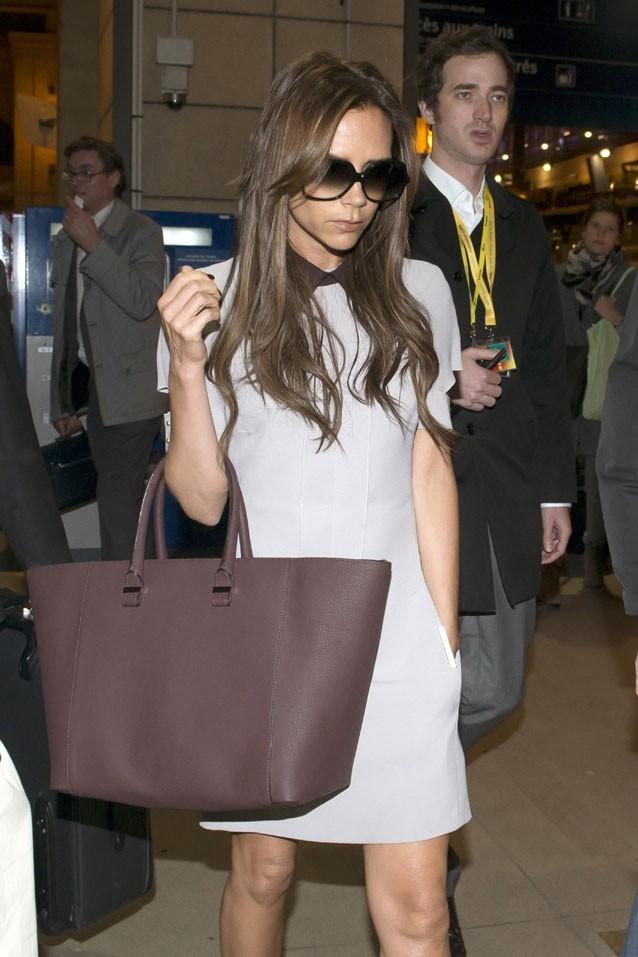 Victoria Beckham so chic pour son arrivée à la Gare du Nord à Paris !