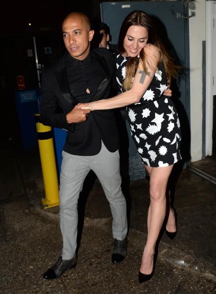 Mel C et escortée par le fiancé d'Emma Bunton, Jade Jones, à la sortie du Arts Club à Londres, le 27 avril 2014.