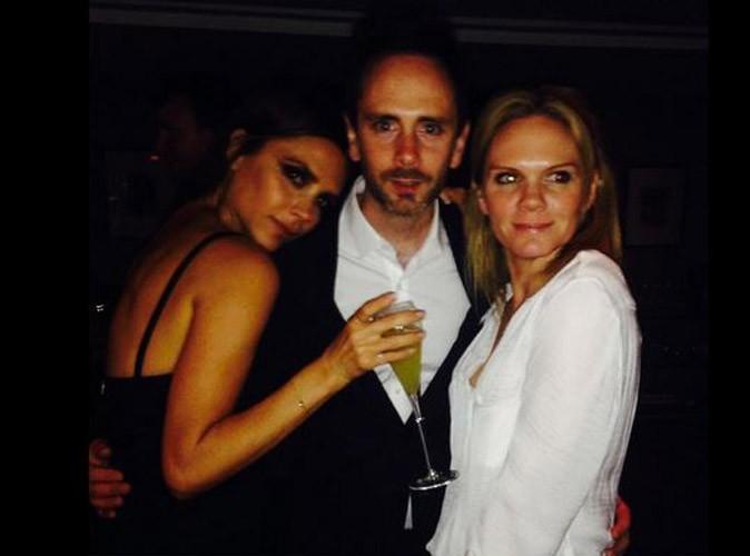 Victoria Beckham, avec sa soeur Louise et son frère Christian au sein du Arts Club à Londres, le 27 avril 2014.