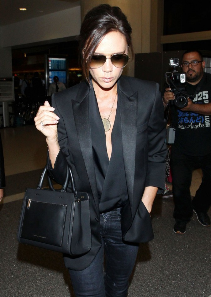 Photos : Victoria Beckham : glamour à souhait pour aller rejoindre sa petite famille !