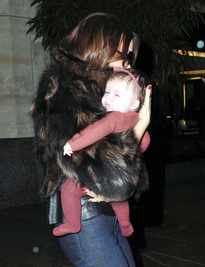 Victoria Beckham et sa fille Harper sortant de l'hôtel Four Seasons à New York, le 16 novembre 2011.