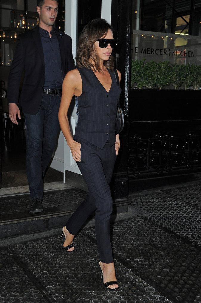 Victoria Beckham a les cheveux courts et lisses