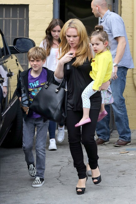 Tana Ramsey et ses enfants, et Victoria Beckham à Beverly Hills, le 4 avril 2013.