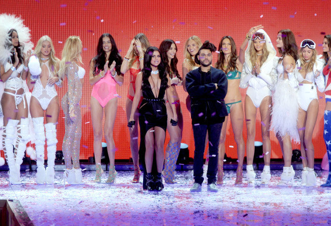 Selena Gomez et The Weeknd au défiilé Victoria's Secret organisé à New-York le 10 novembre 2015