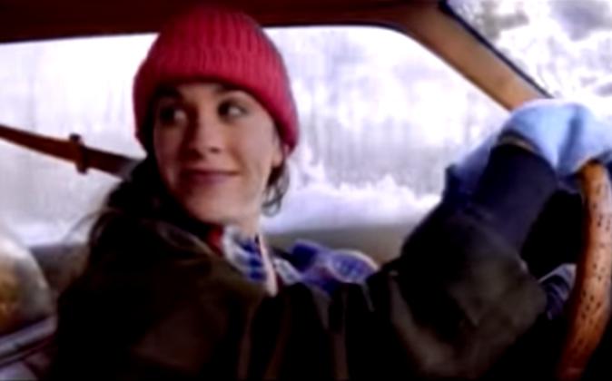 "Alanis Morissette dans son clip ""Ironic"""