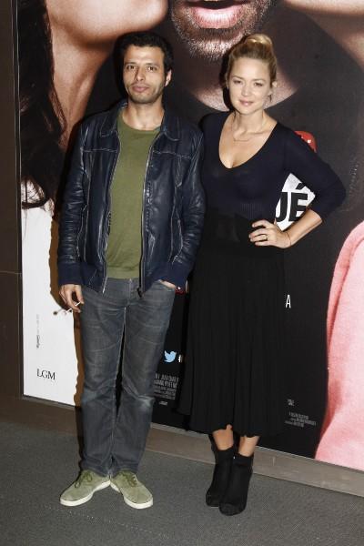 """Mabrouk El Mechri et Virginie Efira lors de la première de """"Situation amoureuse : C'est compliqué"""" à Paris, le 17 mars 2014."""
