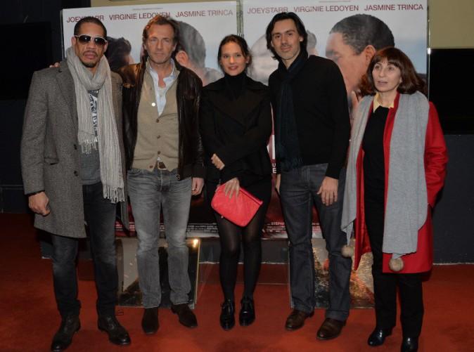 """JoeyStarr, Stephane Freiss, Virginie Ledoyen, Emmanuel Mouret et Ariane Ascaride lors de la première du film """"Une autre vie"""" à Paris, le 20 janvie..."""