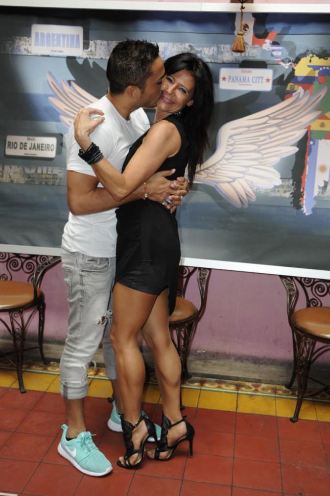 Photos : Vivian et Nathalie rabibochés, le couple s'embrasse devant les fans !