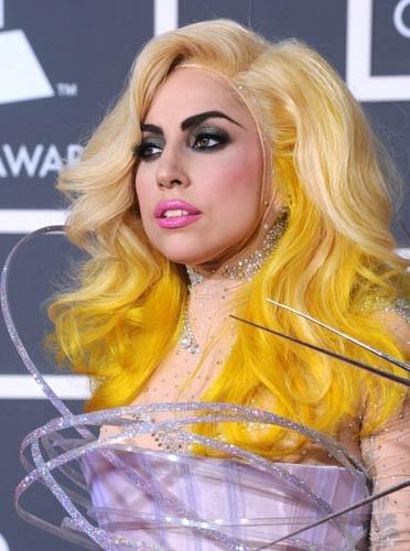 Lady Gaga exporte la tendance jusqu'à ses cheveux !