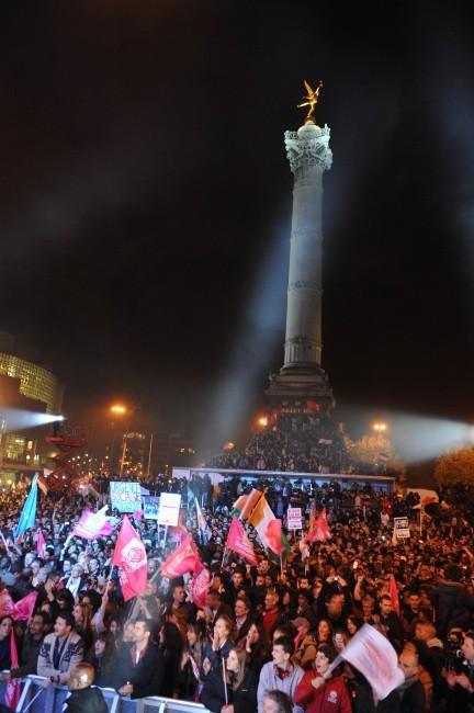 La place de la Bastille suite à la victoire de François Hollande aux présidentielles 2012.