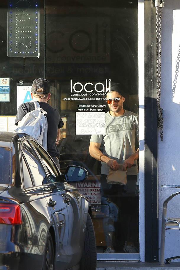 Zac Efron à Calabasas le 26 novembre 2014