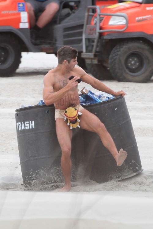 Zac Efron sur le tournage de Dirty GrandPa le 28 avril 2015