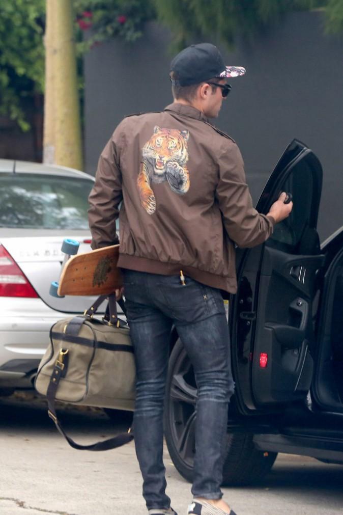 Zac Efron à la sortie de la maison de Michelle Rodriguez le 20 juillet 2014
