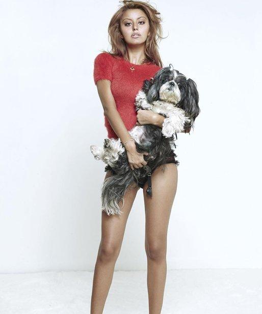 Zahia en mode topless pour Aïe Magazine
