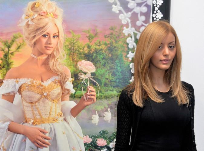 Zahia Dehar : une Marie-Antoinette presque intimidée à la FIAC !