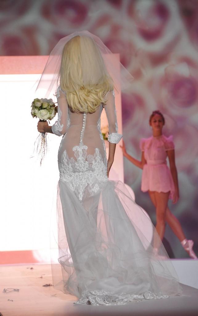 Zahia Dehar lors de son défilé de lingerie à Paris, le 2 juillet 2012.