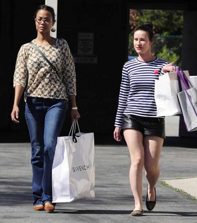 Zoe Saldana en mode décontraction dans les rues de Los Angeles