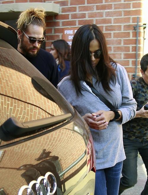 Photos : Zoe Saldana : première sortie mouvementée après la naissance des jumeaux !