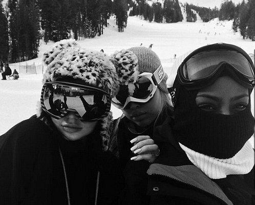Kylie Jenner s'avère être une pro du snowboard !