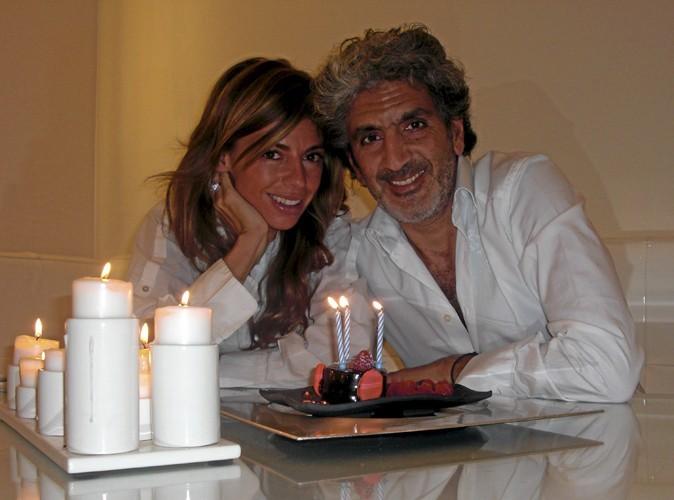 22h : C'est l'heure de prendre la pose avec mon mari, Gilles, pour immortaliser cet anniversaire devant le gâteau et les bougies. Cette année, c'est sûr, je l'ai soufflé.