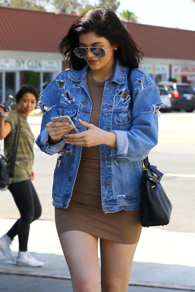 Kylie Jenner et sa veste en jean