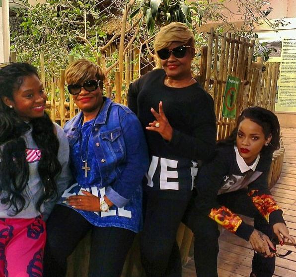 Rihanna à l'Aquarium de Cape Town en famille