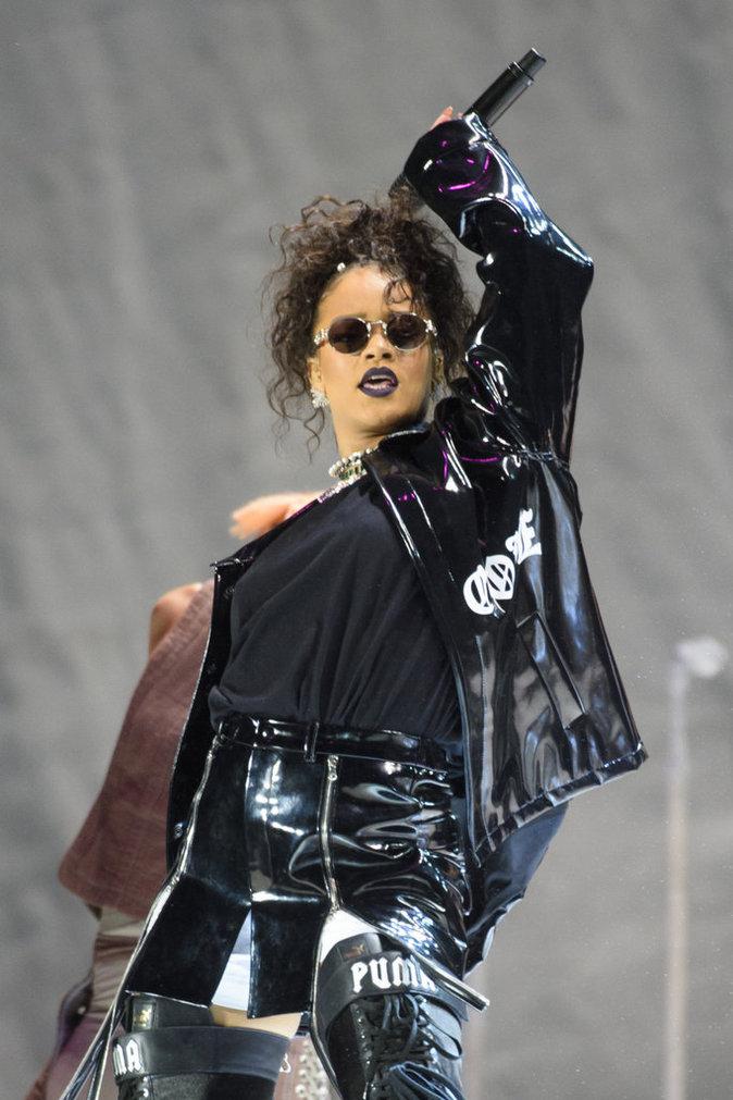Rihanna : huée sur scène par ses propres fans, découvrez sa réaction !