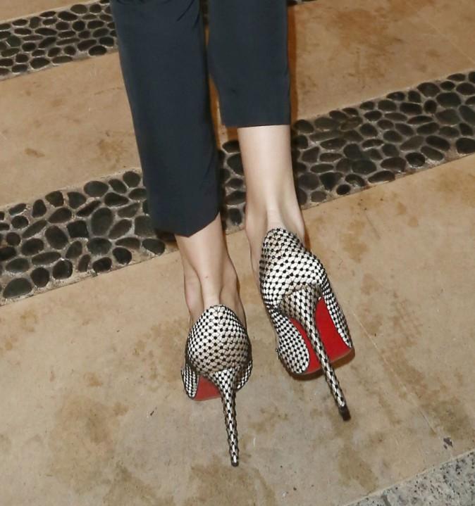 Les escarpins de Rosie Huntington Whiteley à la soirée de cocktail Elle Magazine pendant la Fashion Week de Londres, le 12 septembre 2013