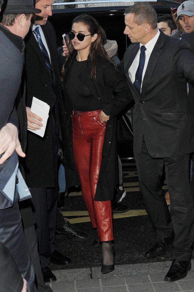 Selena Gomez, en bombe à la Fashion Week de Paris