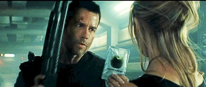 "Photos du film ""Lock Out"" avec Guy Pearce et Maggie Grace !"