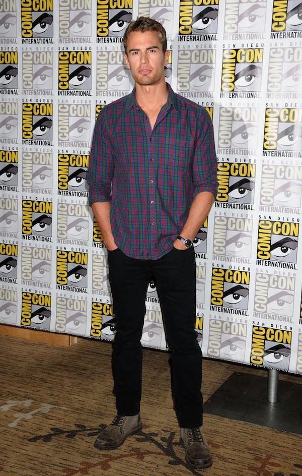 """Theo James : 5 choses à savoir sur le beau gosse de """"Divergente"""" !"""