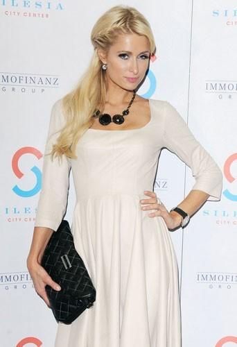 Paris Hilton : l'héritière trouvera t-elle chaussure à son pied cette année?