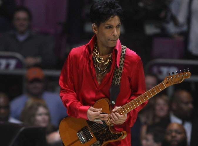 Prince : des billets bradés et un nouveau single pour remplir le Stade de France !