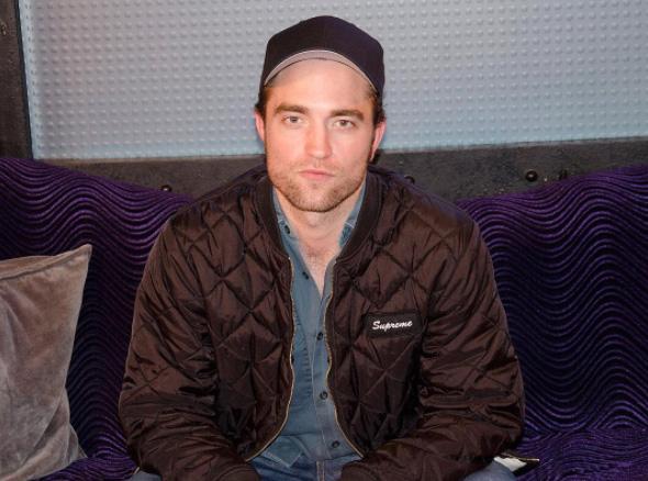 Public Buzz : Plus jeune, Robert Pattinson revendait des magazines pornographiques