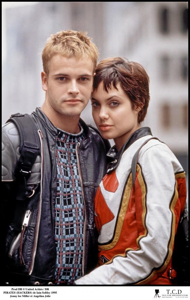 Jonny a été le premier mari d'Angelina Jolie, qu'il avait rencontrée en 1995 sur le tournage de Hackers.