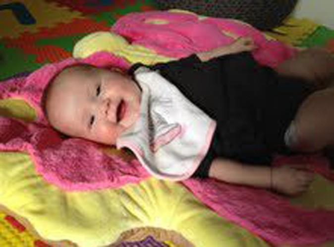 Qui est ce beau bébé tout souriant ?