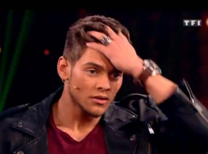 Rayane Bensetti : sous hypnose, il se retrouve en plein blackout et finit par tomber !