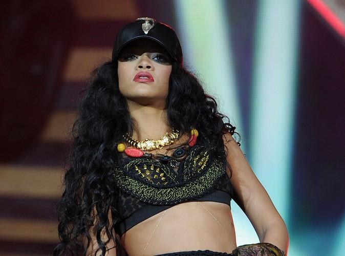 Rihanna : elle fume une étrange cigarette...