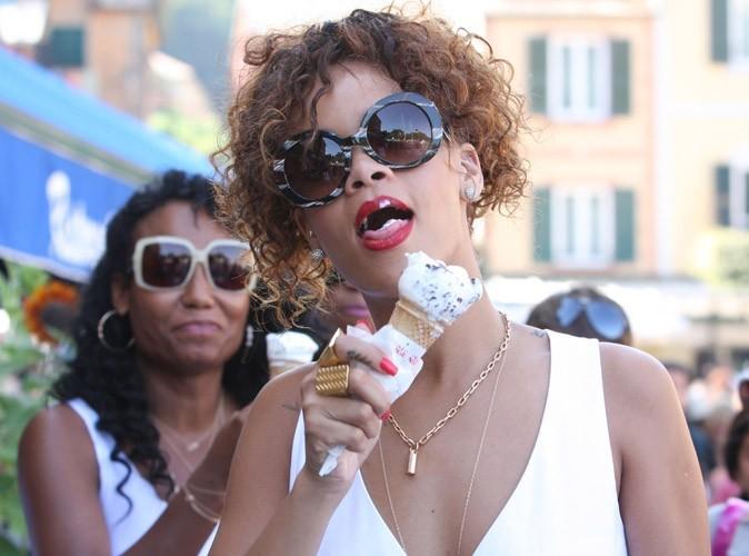 Rihanna : exclue des  MTV VMA 2011, son père malade…heureusement, ses vacances sont top !